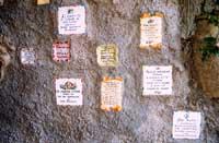Ceramiche siciliane con proverbi - il muro dei consigli  - Castelmola (11504 clic)