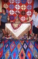 La leggenda vuole che a custodire il Muzzuni durante i festeggiamenti fossero due giovani donne illibate (sacerdotesse).  - Alcara li fusi (7111 clic)