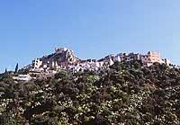 Scaletta Superiore con lo sfondo del Castello Rufo Ruffo  - Scaletta zanclea (6697 clic)