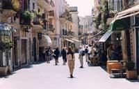 per le vie di Taormina  - Taormina (12387 clic)