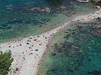 Il sottile braccio di terra che collega Isolabella alla baia di Mazzarò  - Taormina (7112 clic)