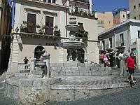 Fontana barocca in piazza Duomo  - Taormina (7841 clic)