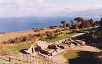 Tindari - Teatro Greco-Romano . L'orchestra con i resti delle antiche scene   - Tindari (11824 clic)