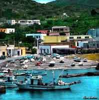 Isola di Linosa - Porticciolo scalo vecchio  - Linosa (20412 clic)
