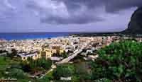 Panorama ripreso dalla pineta ad  ovest del paese  - San vito lo capo (4106 clic)
