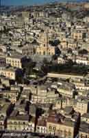 Modica Alta e il Duomo di San Giorgio  - Modica (4524 clic)