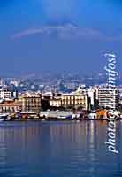 Panorama di Catania dal mare con  l'Etna sullo sfondo  - Catania (17314 clic)