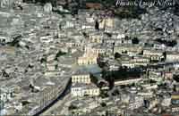 Panorama di Modica. Al centro il duomo di San Giorgio e la scalinata  - Modica (4331 clic)