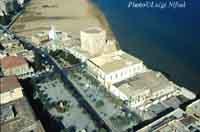 Piazza Rimembranza e la Torre Cabrera  - Pozzallo (6641 clic)