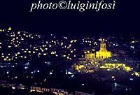 Panorama di Modica di notte MODICA Luigi Nifosì