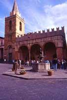 Piazza Margherita - La Matrice vecchia  - Castelbuono (7219 clic)