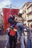 ragazzi che festeggiano La Pasqua in piazza a lu'ncontru  - Ribera (7901 clic)