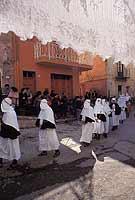 Venerdì Santo  La cerca durante la festivitá della SS Madonna dei Miracoli di Collesano...  - Collesano (7140 clic)