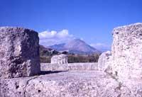 Scavi di Himera - Tempio della Vittoria a ricordo della battaglia tra gli Himeresi ed i Cartaginesi combattuta nella Piana di Buonfornello nel 480 a.C.  - Hymera (6732 clic)