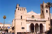 Basilica di S.Maria la Nuova, Duomo di Monreale, edificata fra il 1172 e 1176 da Re Guglielmo II, detto il buono. All'interno il piu' completo ciclo di mosaici di tradizione bizantina  - Monreale (7129 clic)