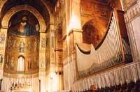 interno della cattedrale di Monreale, il famoso Duomo con il Cristo pantocrator e l'organo monumentale. In detto sito ogni anno si svolge un grande concerto di musica sacra famoso in tutto il mondo.  - Monreale (11854 clic)