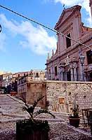 Il Duomo dalla discesa Stenio  - Termini imerese (6602 clic)