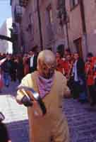 la morte in cerca di anime  Ballo dei Diavoli - Abballu ri li riavuli a Prizzi - Domenica di Pasqua  - Prizzi (4580 clic)