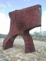 Una curva gettata alle spalle del vento (Pietro Schiavocampo)  - Fiumara d'arte (4809 clic)