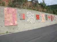 Il Muro di Ceramica (opera di 40 artisti)  - Fiumara d'arte (5705 clic)