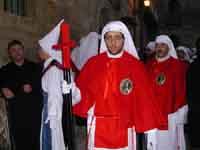 Gli Incappucciati - Venerdì Santo ad Enna - Componenti della Confraternita della Passione  - Enna (7376 clic)