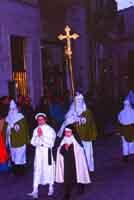 Gli Incappucciati - Il Venerdì Santo ad Enna. La Confraternita di Maria SS. di Valverde.  - Enna (3420 clic)