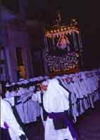 Gli Incappucciati - il Venerdì Santo ad Enna. Il fercolo di Maria SS. Addolorata.  - Enna (3489 clic)