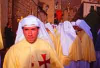 Gli Incappucciati - domenica di Pasqua ad Enna. La Confraternita del SS. Salvatore  - Enna (3573 clic)