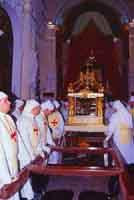 Gli Incappucciati - il Venerdì Santo ad Enna. L'urna del Cristo Morto ed i Confrati del SS. Salvatore  - Enna (3349 clic)