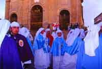 Gli Incappucciati - domenica di Pasqua ad Enna - La confraternita di Maria S.S. della Visitazione il