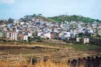 Roccamena vista dal versante detto ( sutta u paisi )   - Roccamena (7982 clic)