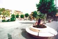 Piazza Caduti in Guerra. Situauta di fronte al Municipio è la piazza più importante del paese. In questa piazza durante i mesi estivi si svolgono tutte le attività sportive e folcloristiche del paese  - Bolognetta (5199 clic)