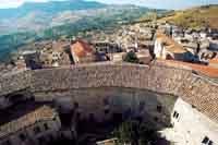 Panorama di Giuliana (Palermo), tipico centro abitato dei monti Sicani a circa 750 metri d'altezza, visto dalla torre del castello di Federico II.   - Giuliana (9926 clic)