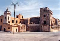 Castello dei Principi di Biscari con  annessa Chiesa di San Vincenzo  - Acate (7458 clic)