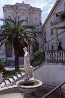 Municipio e Chiesa di S. Francesco  - Chiaramonte gulfi (5292 clic)
