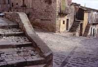 Strada di Giarratana - angolo del suggestivo  cuozzu  - Giarratana (5319 clic)