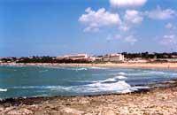 Spiaggia di Maganuco - sullo sfondo il complesso alberghiero Conte di Cabrera  - Maganuco (16057 clic)