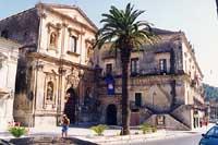 Municipio (Palazzo San Domenico) con annessa Chiesa di San Domenico  - Modica (5982 clic)