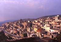 Panorama del quartiere Matrice: in fondo la Chiesa Madre    - Monterosso almo (4095 clic)