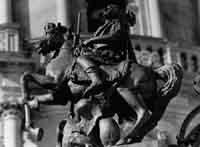 Particolare della cancellata del duomo di San Giorgio. S. Giorgio a cavallo  - Ragusa (1899 clic)