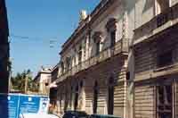 palazzo comunale già casa dei Padri Gesuiti e successivamente convento dei Frati Domenicani. Con la soppressione divenne proprietà dello stato e tasformato in palazzo di città   - Avola (4519 clic)