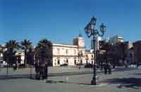 Piazza Umberto I° - Torretta dell'orologio e palazzo Pignatelli Aragona  - Avola (5407 clic)