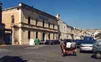 OSPEDALE VECCHIO (ospedale di maria) sito sul Convento dei Frati Minori Cappuccini con annessa Chiesa conventuale dedicata alla Santa Croce sec. XVII. All'interno della chiesa trovasi opere pregevoli, come il ciboreo ligneo del XVI sec. attribuito a Fra G  - Avola (5123 clic)