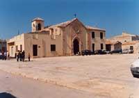 piazza regina margherita con la sua chiesetta  - Marzamemi (6290 clic)