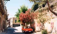 scorcio di via vittorio emanuele con casa puntellata dopo il terremoto del 13 dicembre 1990  - Melilli (5029 clic)