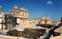 La Cattedrale e la chiesa del SS. Salvatore  - Noto (4750 clic)