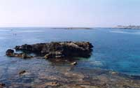 Particolare del golfone principale di Ognina. In lontananza l'isolotto  - Siracusa (4245 clic)
