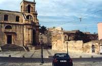 Piazza Aldo Moro (entrata secondaria della Chiesa di San Paolo)  - Palazzolo acreide (4367 clic)