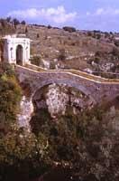 Ponte Saraceno nei pressi di Noto chiamato anche U PONTI RAFFANU o U PONTI RI CURRARINU E CALAMARU  - Noto (4803 clic)