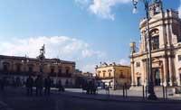 piazza Garibaldi, Chiesa Madre ed Orologio  - Rosolini (7625 clic)